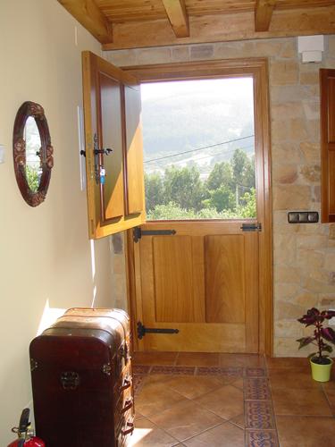 Casa de aldea el madre eru candanal asturias - Puertas exterior asturias ...